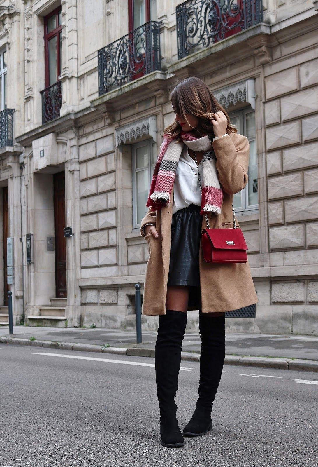 d382cd07bf7 pauline dress blog mode déco lifestyle besancon tenue octobre 2017  cuissardes jupe similicuir blouse blanche manteau camel sac rouge grosse  echarpe rue ...