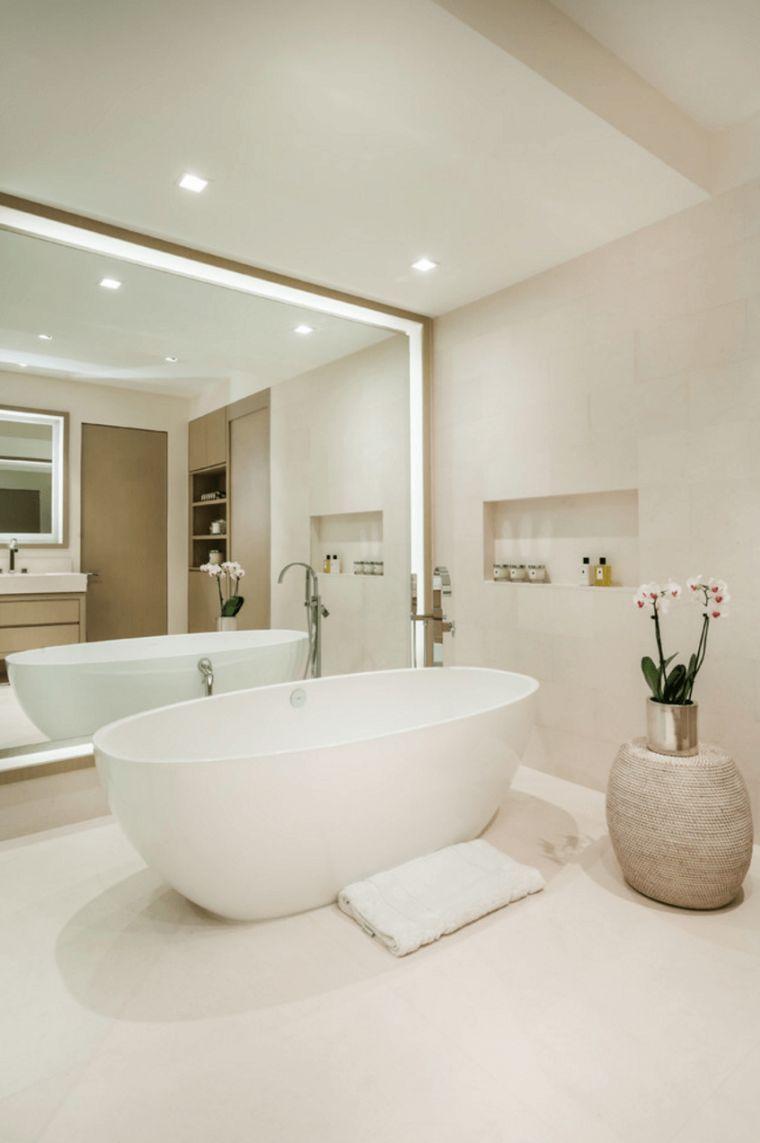 Grosser Zeitgenossischer Spiegel Ein Muss Fur Das Badezimmer Badezimmer Design Badezimmer Klein Badezimmerspiegel