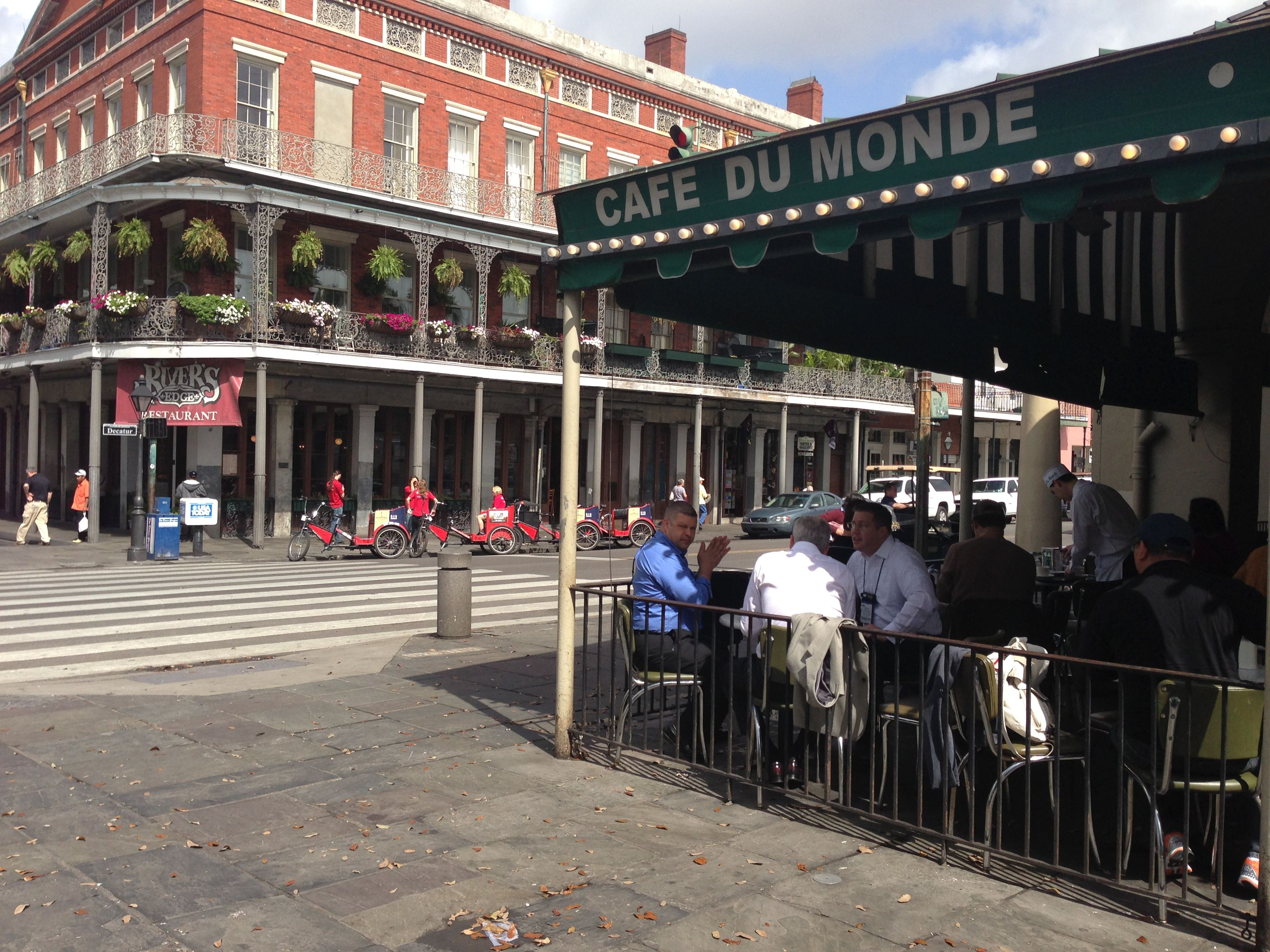 Cafe du Monde | Original Photography by Nadine Avola
