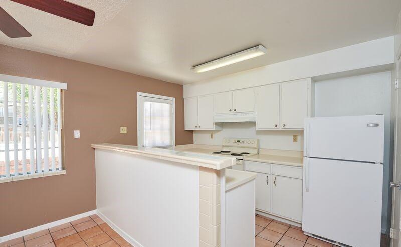 915 595 2433 1 3 Bedroom 1 2 5 Bath Wyndchase 2435 1601 Mcrae El Paso Tx 79925 Apartments For Rent Home Decor Metro Apartment