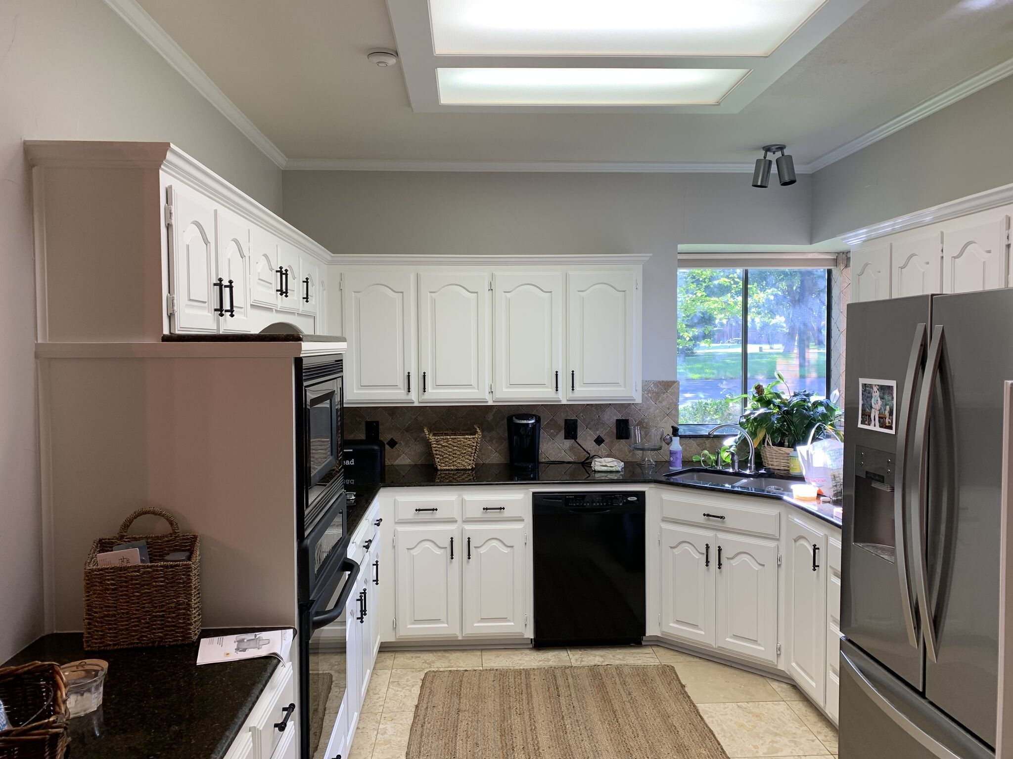 Avoid Replacing Your Kitchen Cabinets But Painting Them Instead Professional Painters Understand The Processes It Takes Refinishing Cabinets Kitchen Cabinets