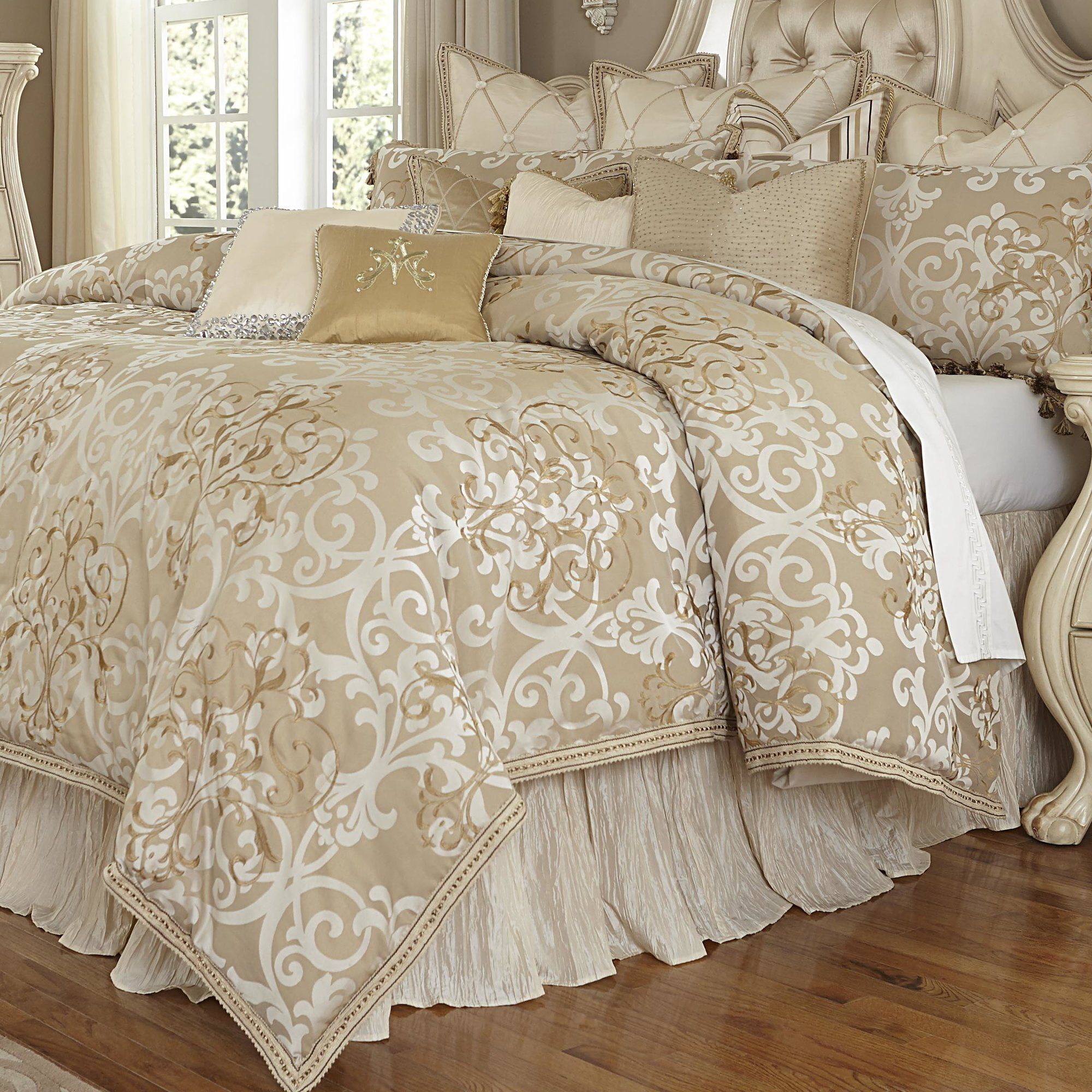 Luxembourg Creme Polyester Blend Traditional Comforter Set In 2021 Luxury Comforter Sets Luxury Bedding Sets Luxury Bedding