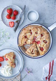 Erdbeerkuchen Rezept einfacher bester erdbeerkuchen strawberry cake rührteig sommerkuchen backen backrezept backen mit erdbeeren foodstyling food photo zuckerzimtundliebe backblog baking bakefeed