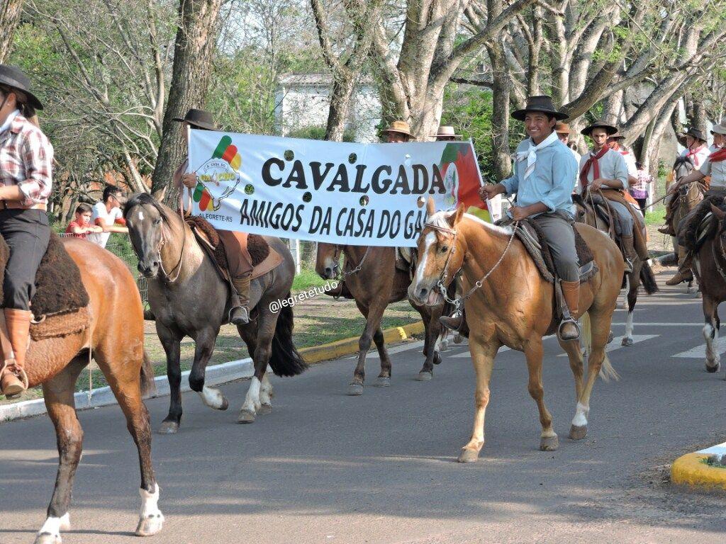 Gauchos E Gauchas Foram As Ruas Na 9 Edicao Da Cavalgada Amigos