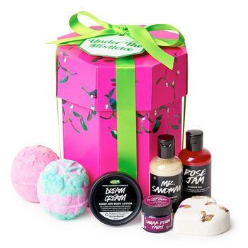 Under The Mistletoe Lush Christmas Gift 2016 Includes Twilight Mistletoe Tisty Tosty Bath Bomb Dream Crea Lush Christmas Lush Cosmetics Lush Christmas Gifts