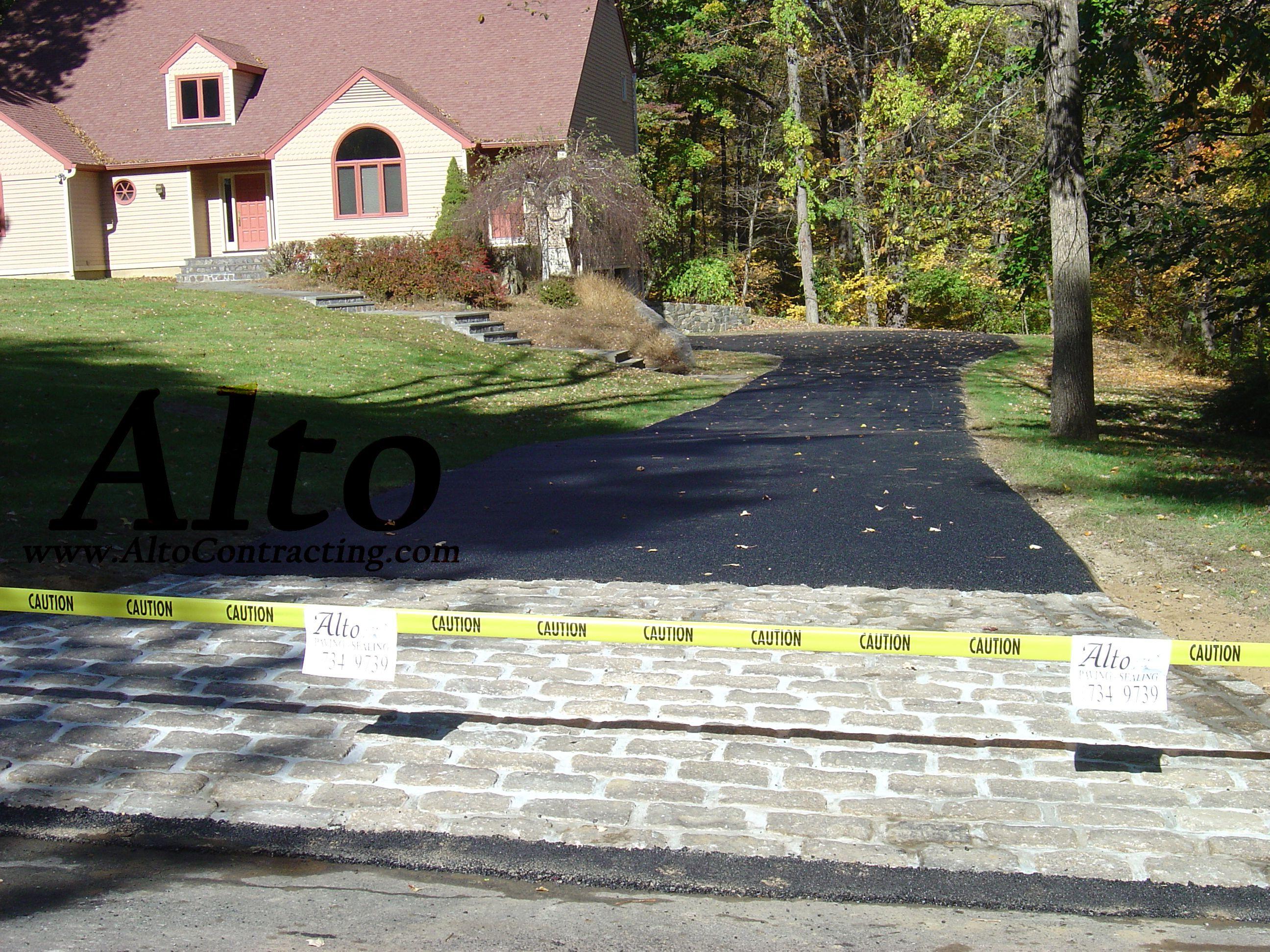 Blacktop Driveway With Cobblestone Entrance Apron Stamped Concrete Driveway Driveway Paving Cobblestone Driveway Apron