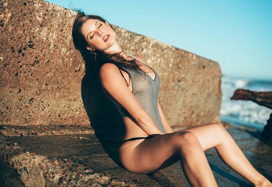 Chelsea lately bikini butt