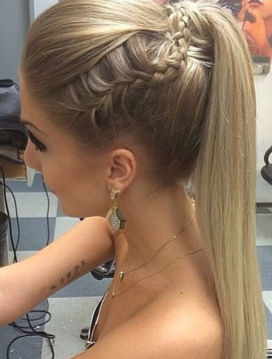 Side Stunning ponytail updo for prom pictures