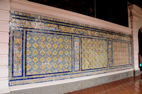 Los azulejos del convento de santo domingo en lima o de como sevilla llev su arte cer mico al - Azulejos grandes ...