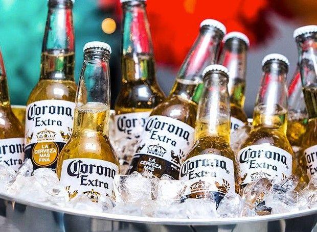 Cerveja Corona Extra (Foto: Business Insider/ Reprodução)    Fruto de muita preocupação ao redor do mundo, o coronavírus já saiu do continente asiático, chegando à Europa e com suspeitas, inclusive, no Brasil. Contudo, muitas vezes, a falta de informação pode levar a curiosidades, no mínimo, inusitadas.  Nos Estados Unidos, muitas pessoas confundem o nome do vírus com a marca mexicana de cervejas&n