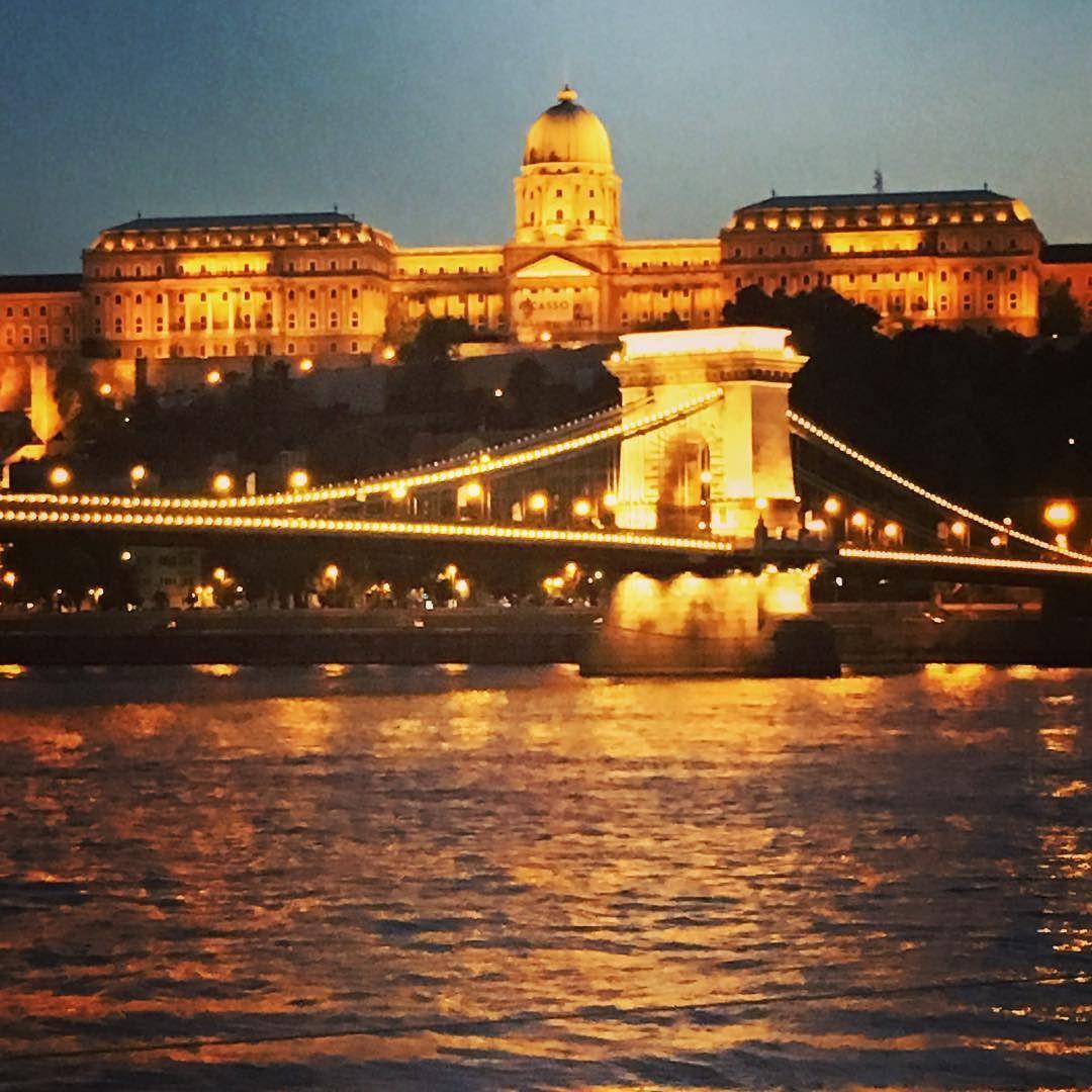 #hungary #hungary_gram #ungheria #budapest #budapestagram #budapestbynight #pontedellecatenebudapest #pontedellecatene #bridgeofbuda  #vojagado #viaggi #viaggiare #love #lovetotrip #lovetotravel  #lovetojourney #travelgram #travellers #travelling #journey by tommypaol85