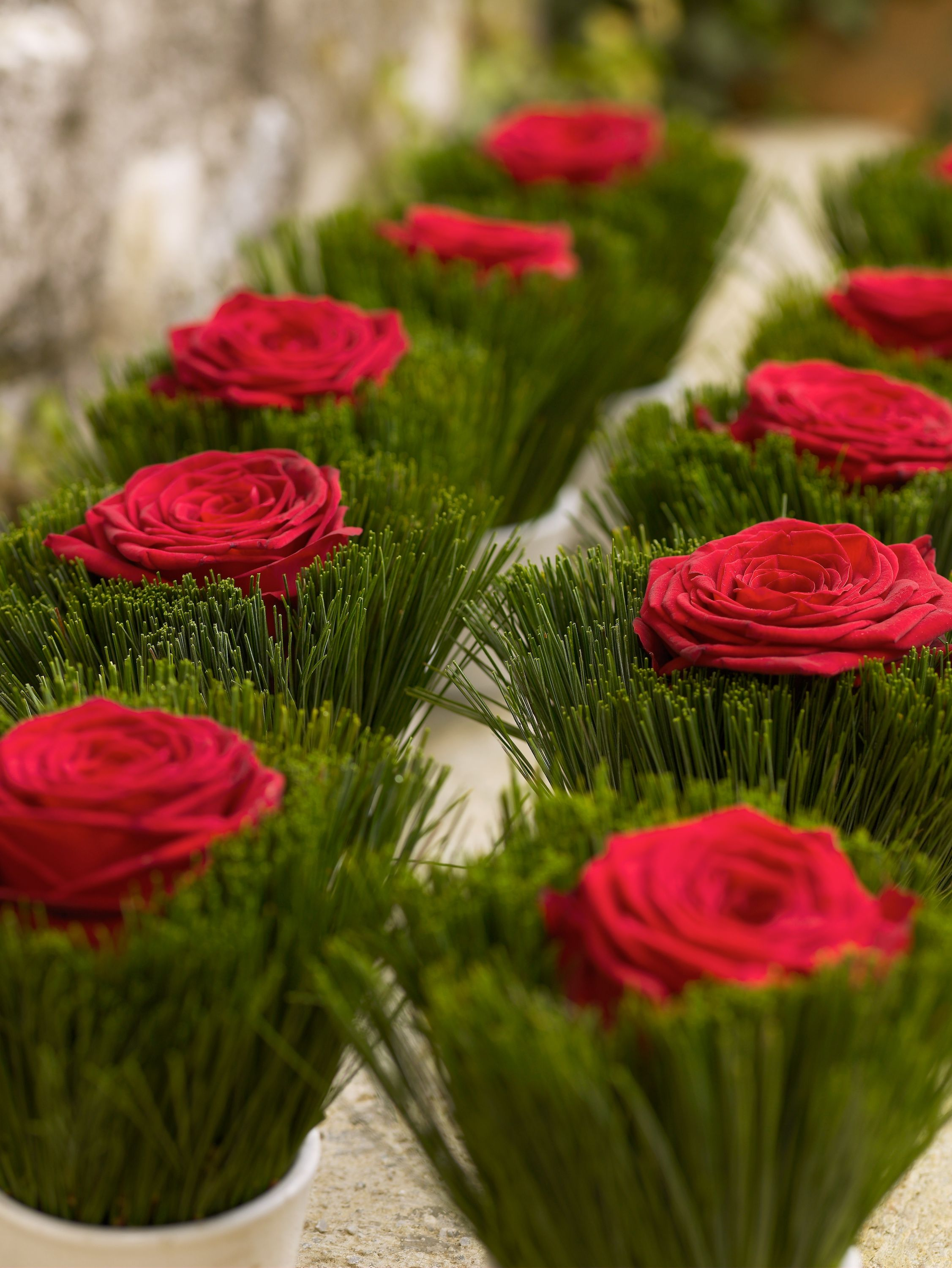 Festive floral table decoration element with red naomi roses by
