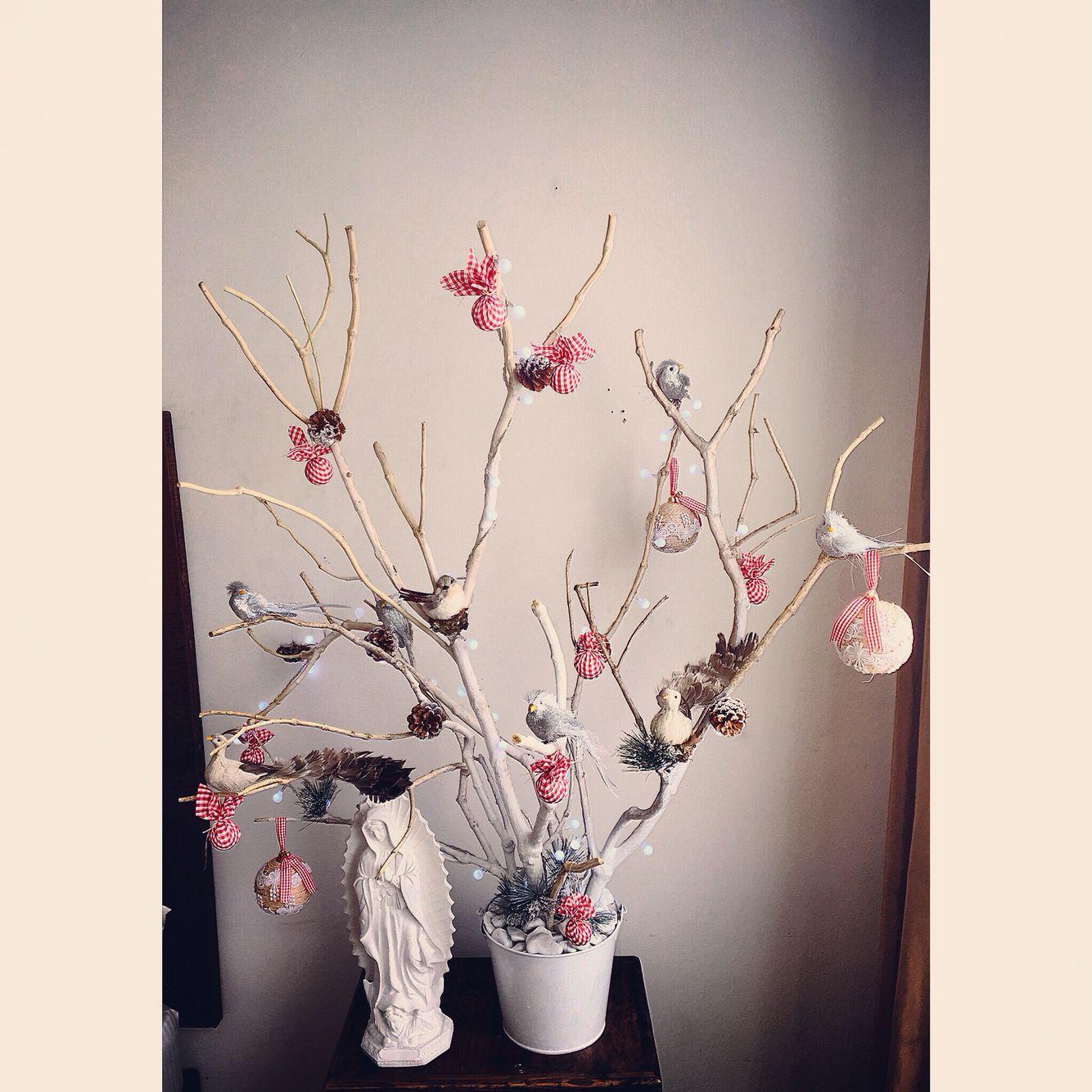 Rbol de navidad hecho con chamizos secos decorado con - Arbol de navidad decorado ...