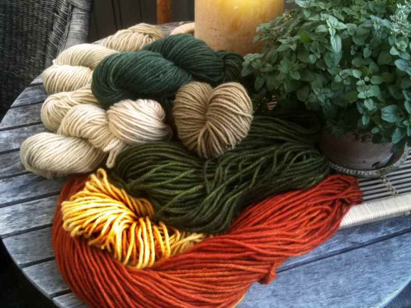 This Sy Hand Dyed Wool Yarn Is The Perfect Weight For Whipping And Finishing Edges Of Your Beautiful Hooked Rugs