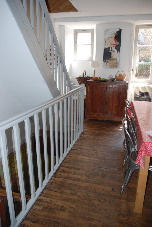 Photo Escalier Bois Peint Gris un escalier en bois peint en gris… | peindre escalier bois