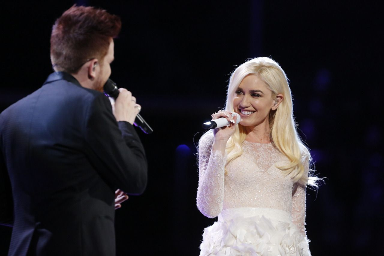 Gwen stefani the voice white dress