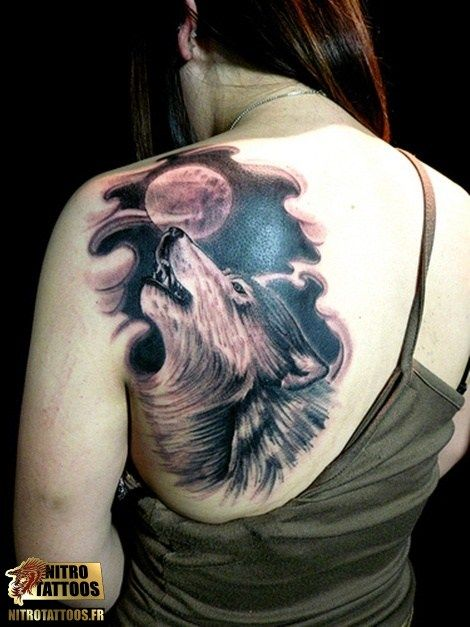 tatouage loup lune