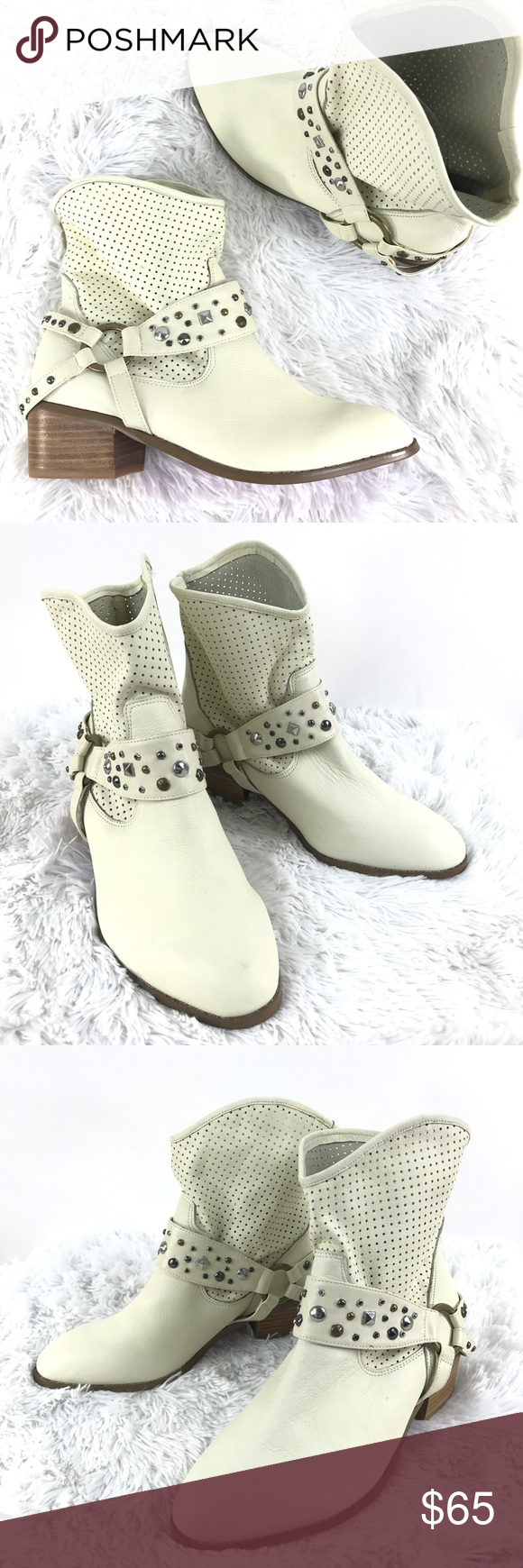 9ba1c2f41a Twiggy of London cream white booties Sz 8.5 NEW Twiggy of London Sz 8.5 W  White Perforated Leather Western Ankle Boots NEW Size: 8.5 Color: White  (Cream) ...