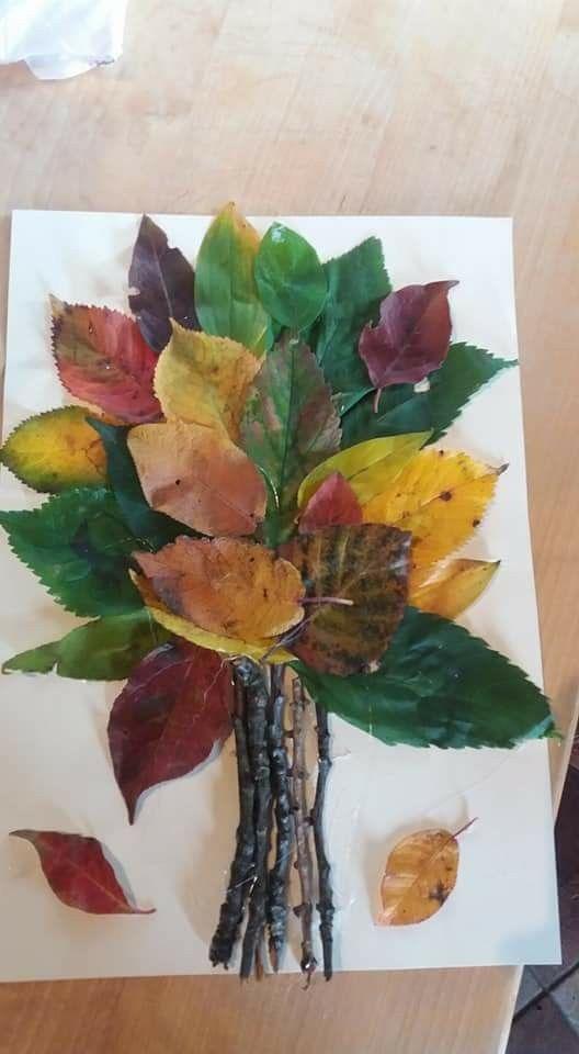 Mit den Kleinen Blätter und Zweige sammeln und auf Papier oder Karton bringen. Diese Bastel Idee ist schon, mit ein wenig Hilfe, von den Jüngsten umzusetzen und das Ergebnis kann sich mehr als sehen lassen. #falltrees