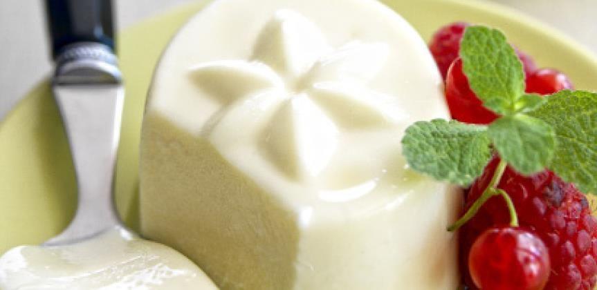 Postres: Panacotta de chocolate blanco y frutos rojos