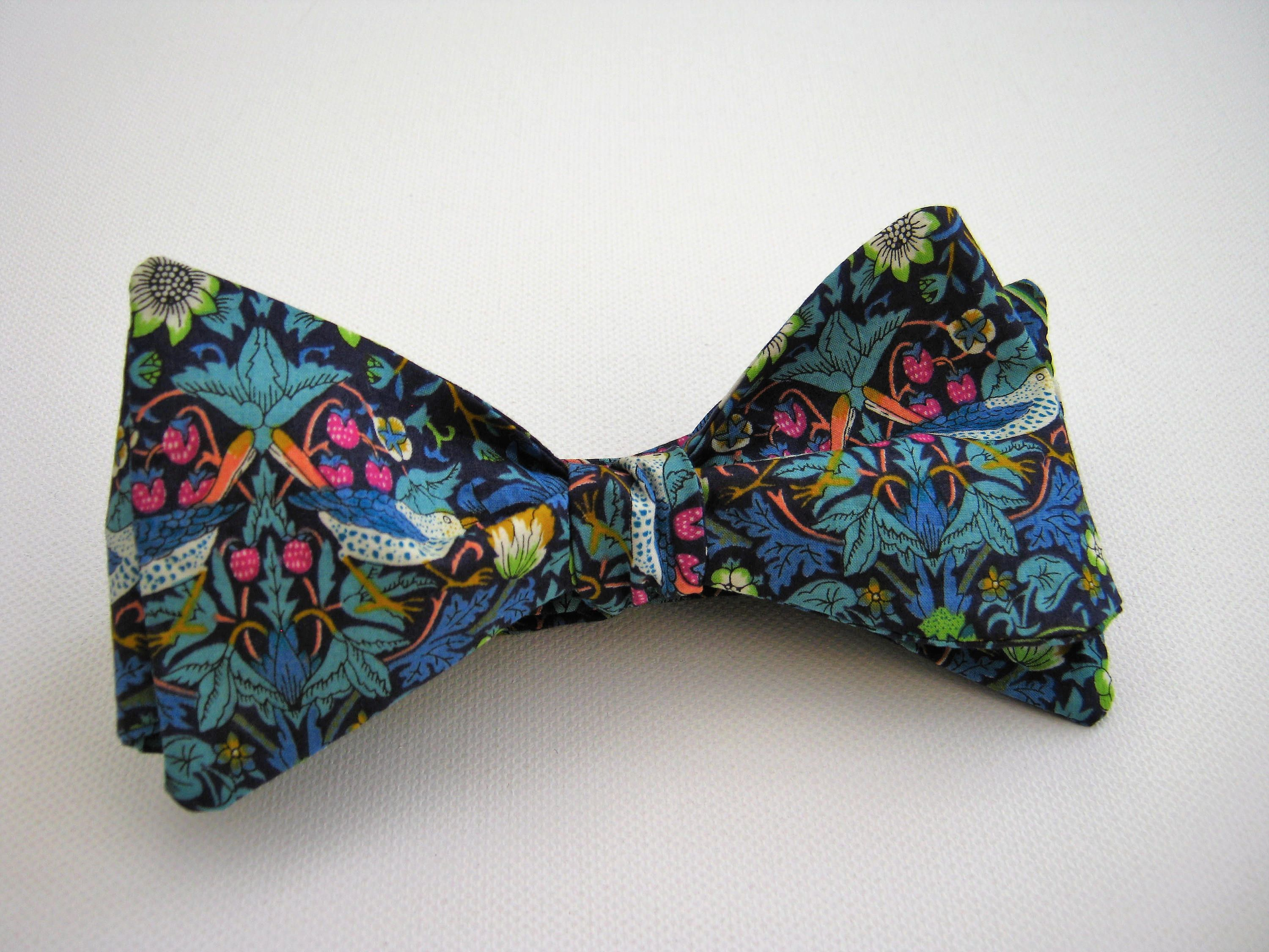 HAND MADE! Liberty Art Bow Tie