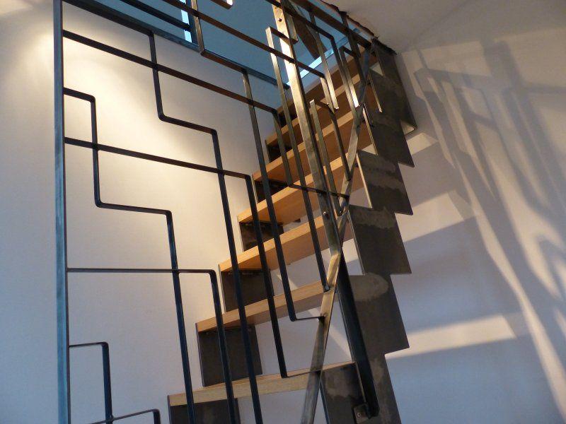 Escalier cr maill re en acier vernis avec garde corps - Escalier contemporain beton ...