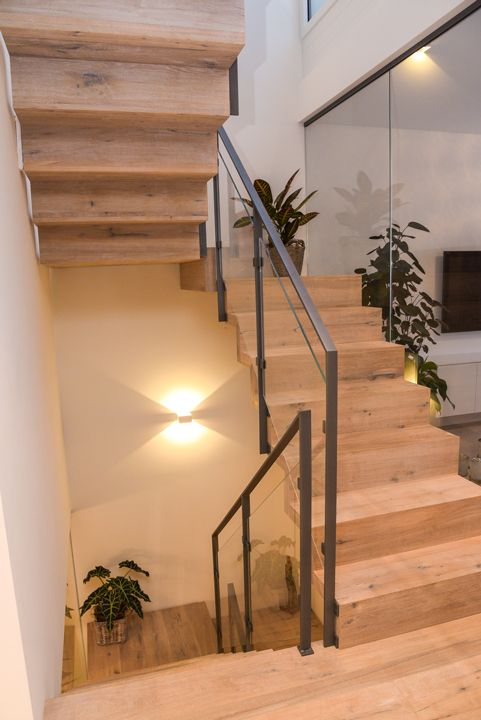 gerade treppe im wohnzimmer treppe aus beton with gerade. Black Bedroom Furniture Sets. Home Design Ideas