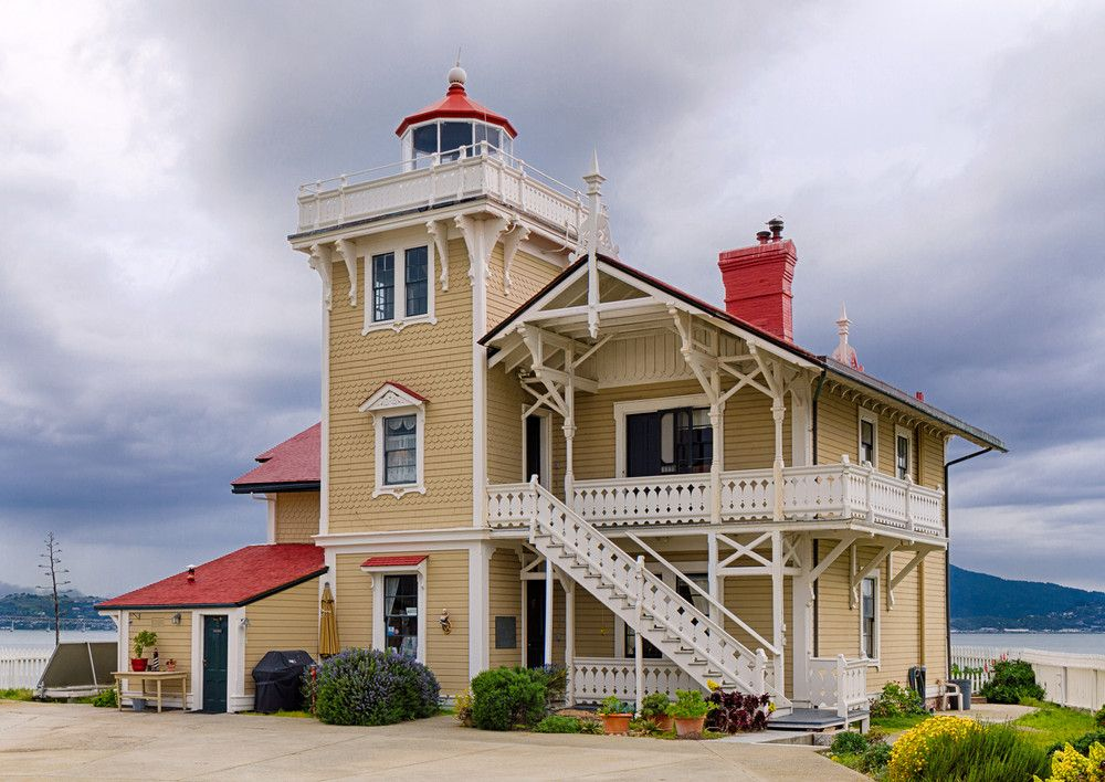 6 Lighthouses You Can Stay In Bed, breakfast, Lighthouse