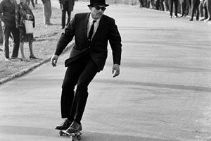 A nice touch of nostalgia this morning, as we came across Bill Eppridge's skateboarding photos he took in New York City during the 1960s Some of the photos here almost suggest that Bill handed boards to unsuspecting visitors to Central Park, but others, like this skinny suit hipster, seem to have a good skill.