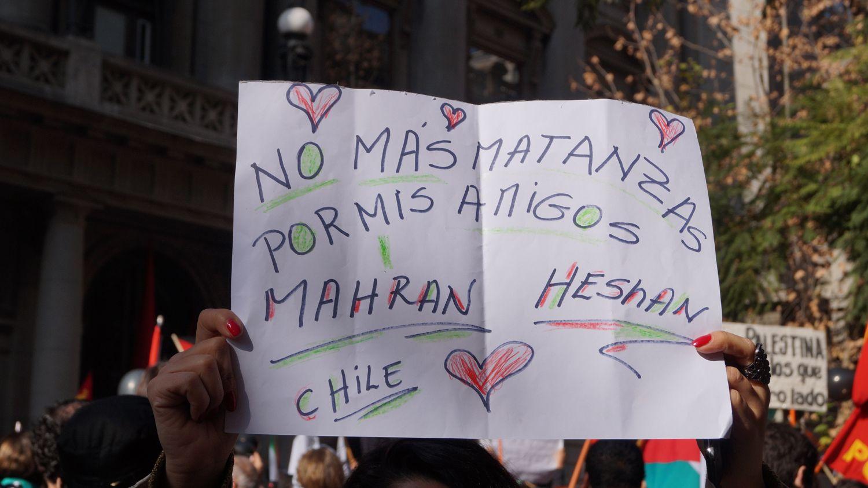 Santiaguinos y descendientes de palestinos se manifestaron contra la guerra en Santiago.