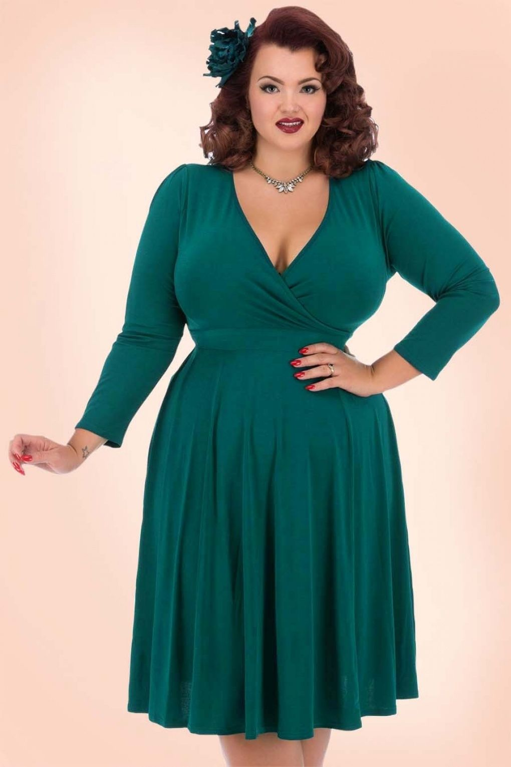 This50s Lyra Long Sleeves Dressis perfect for every occasion! ''Who's that lady?!''This flared dress features an elegant V-neckline with wrap over detail for a sexy cleavage and flattering long sleeves. The waist is defined by a fixed tie strap which can be knotted as well at the front as the back of the dress and the A-line skirt is perfect for any bodytype. Made from a comfy, stretchy sea green fabric for a perfect fit. Wear it to the office...