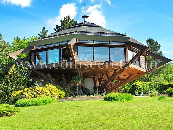 A Vésseaux, Villa de vacances atypique, perchée sur 15 m de hauteur