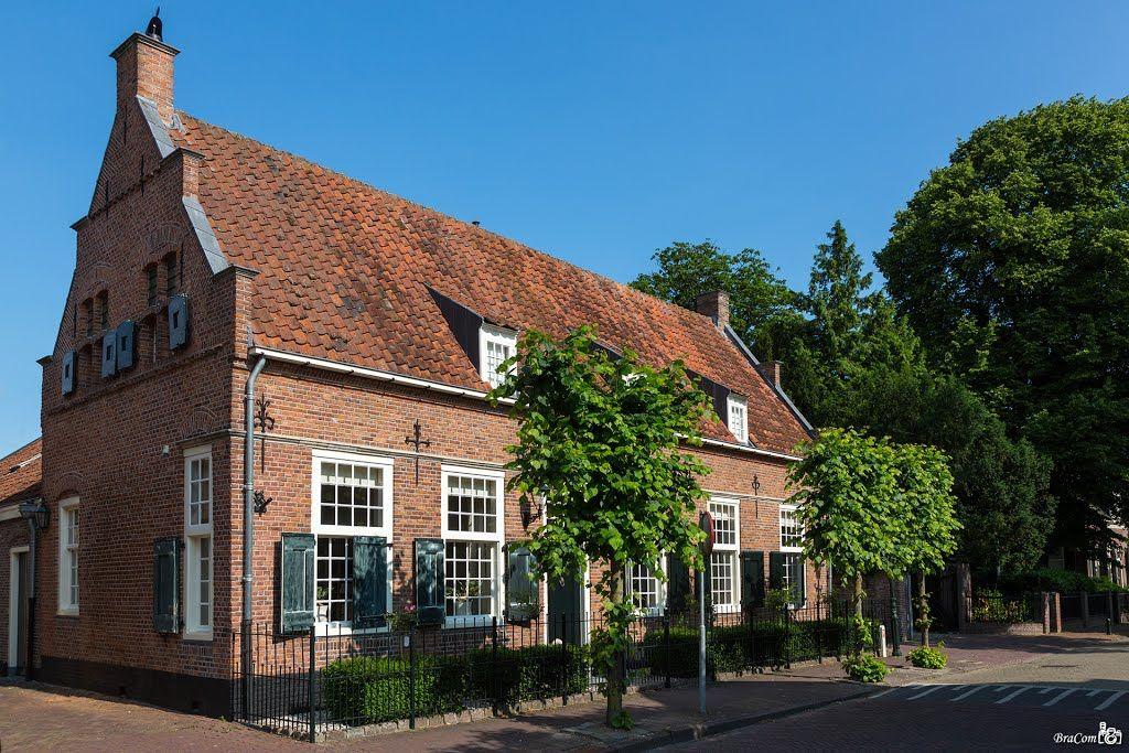 Breed huis (Dorpsstraat, Bunschoten-Spakenburg)