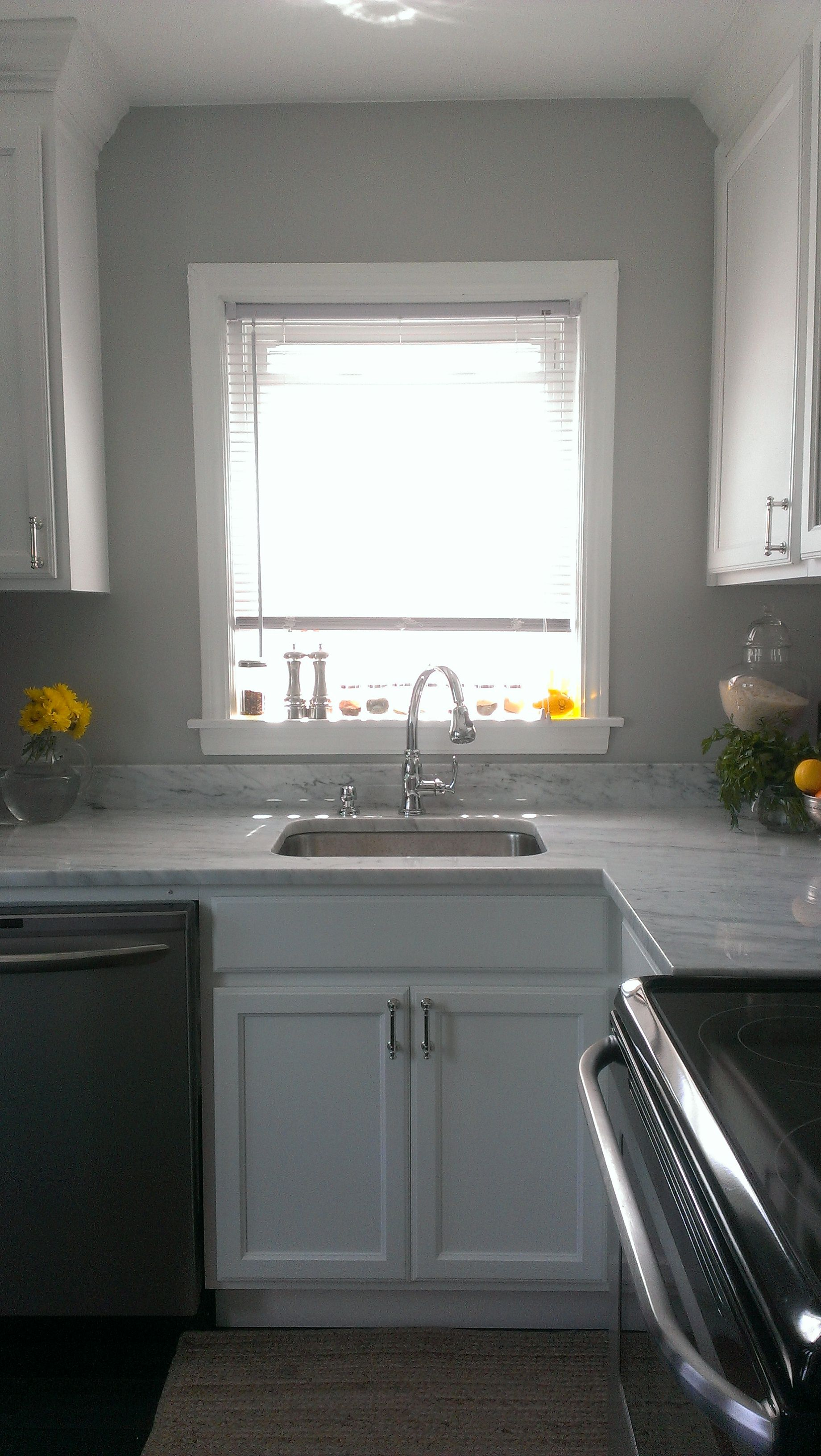 gray wall, white deep undermount sink, carrara