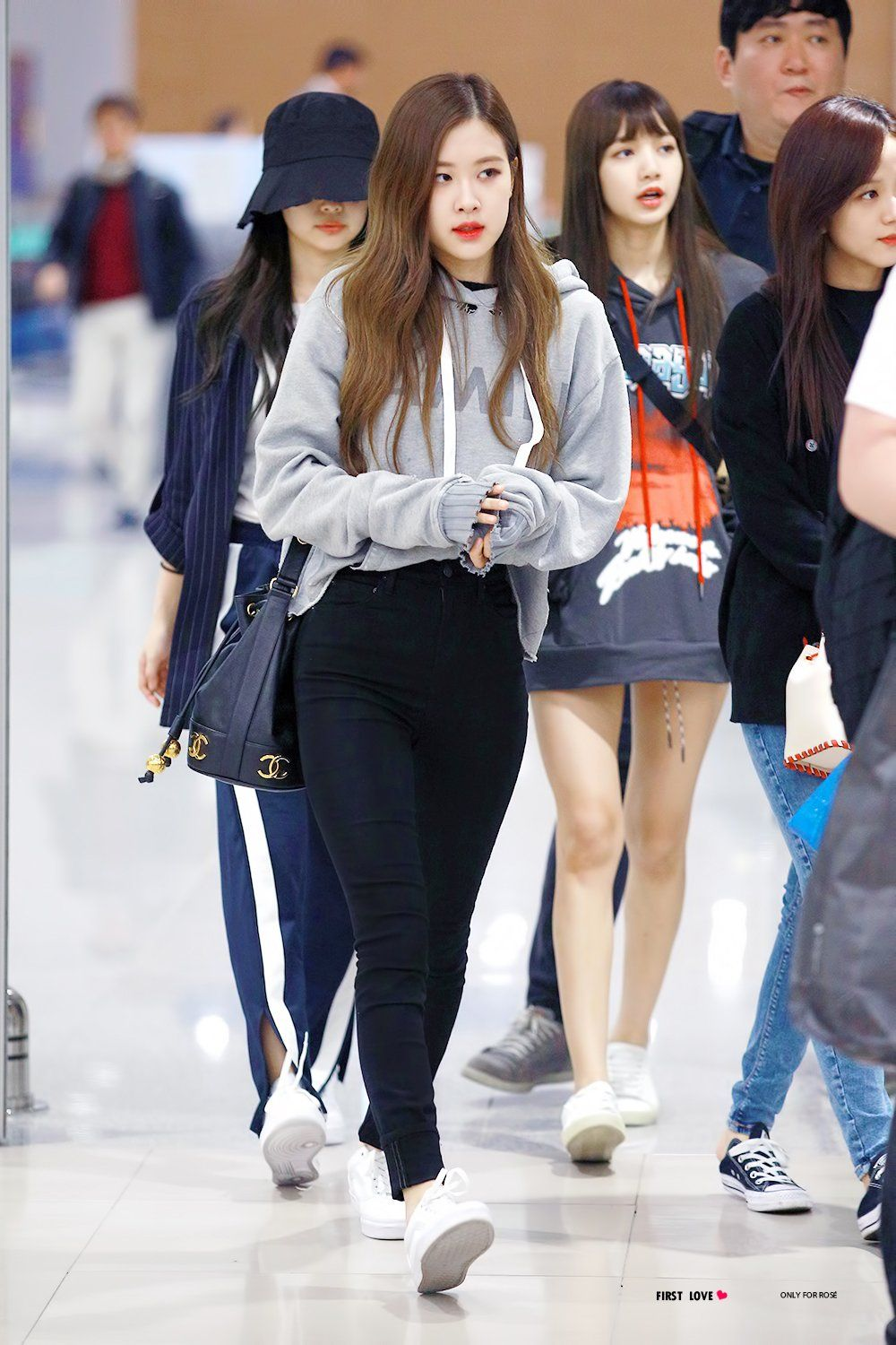 Pin By Jugu On Rose Blackpink Airport Style Pinterest Blackpink