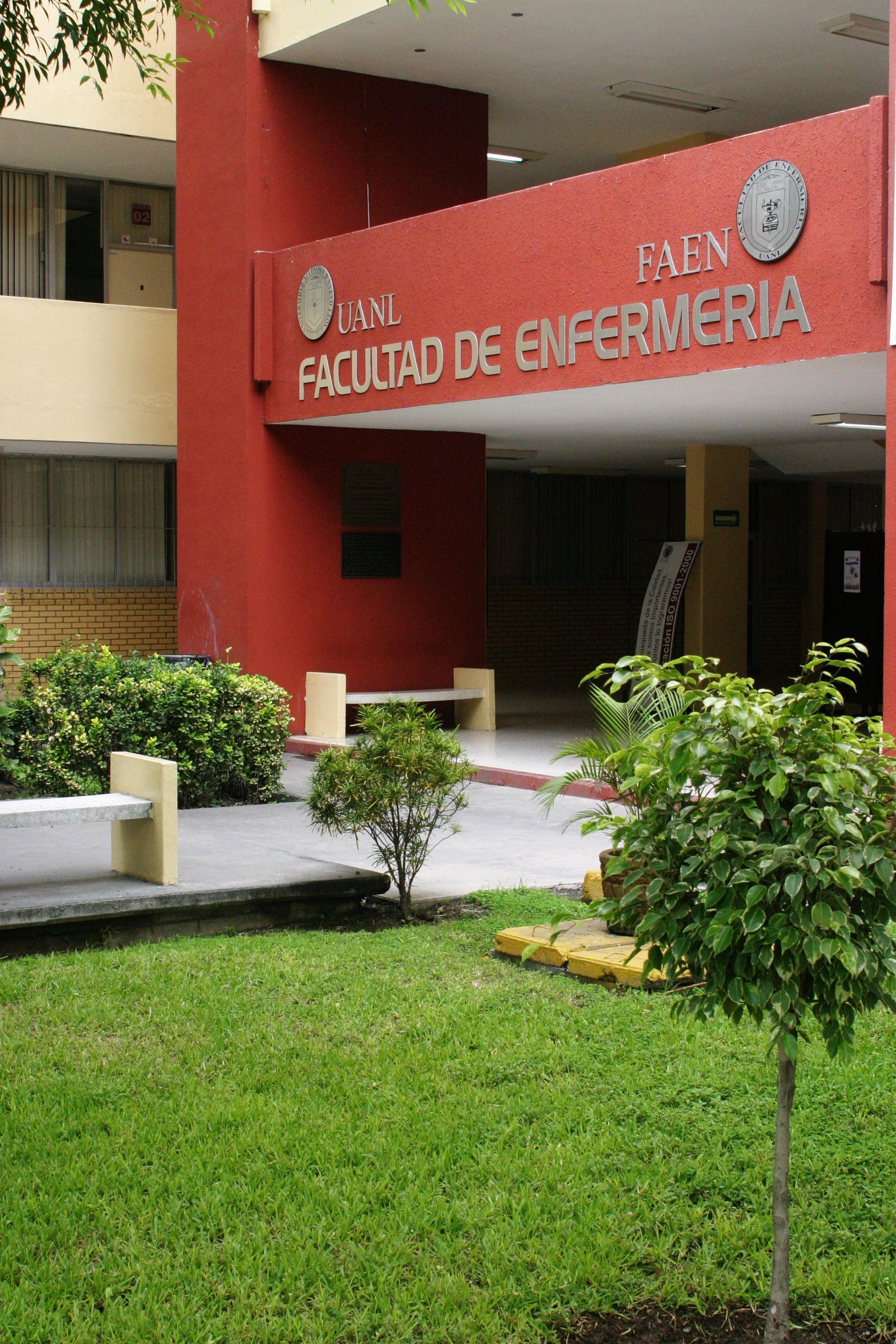 La Facultad de Enfermería está ubicada dentro del Campus