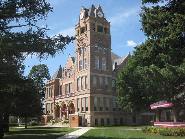 Winnebago County Courthouse, Forest City, IA by cohodas208c
