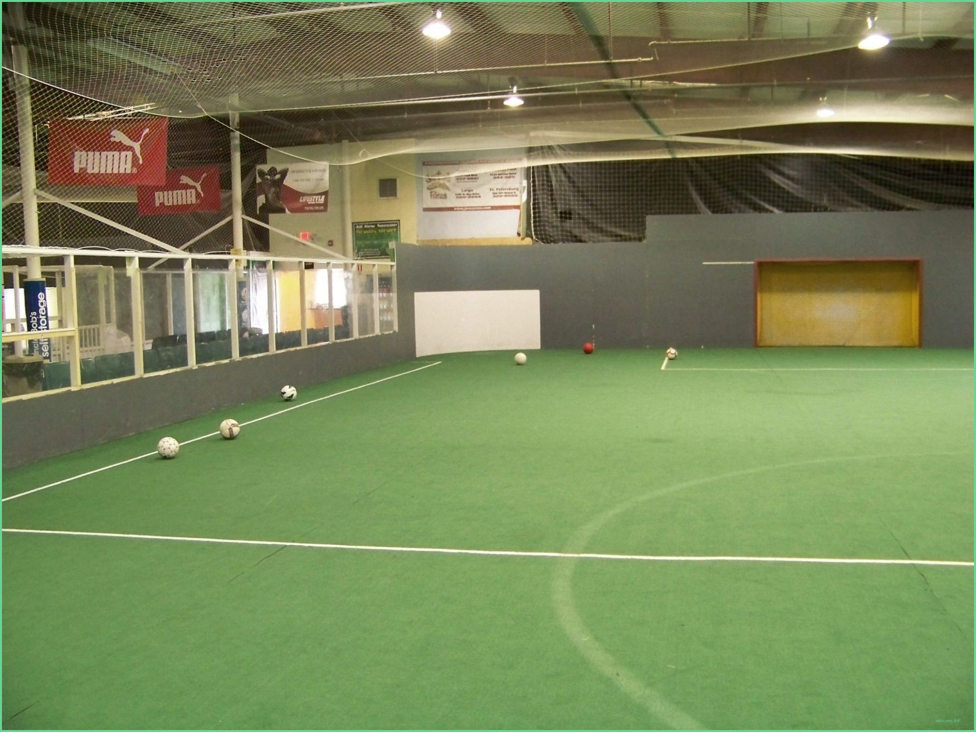 Pin By Marco Van De Pol On Indoor Voetbal In 2020 Indoor Soccer Field Soccer Field Soccer