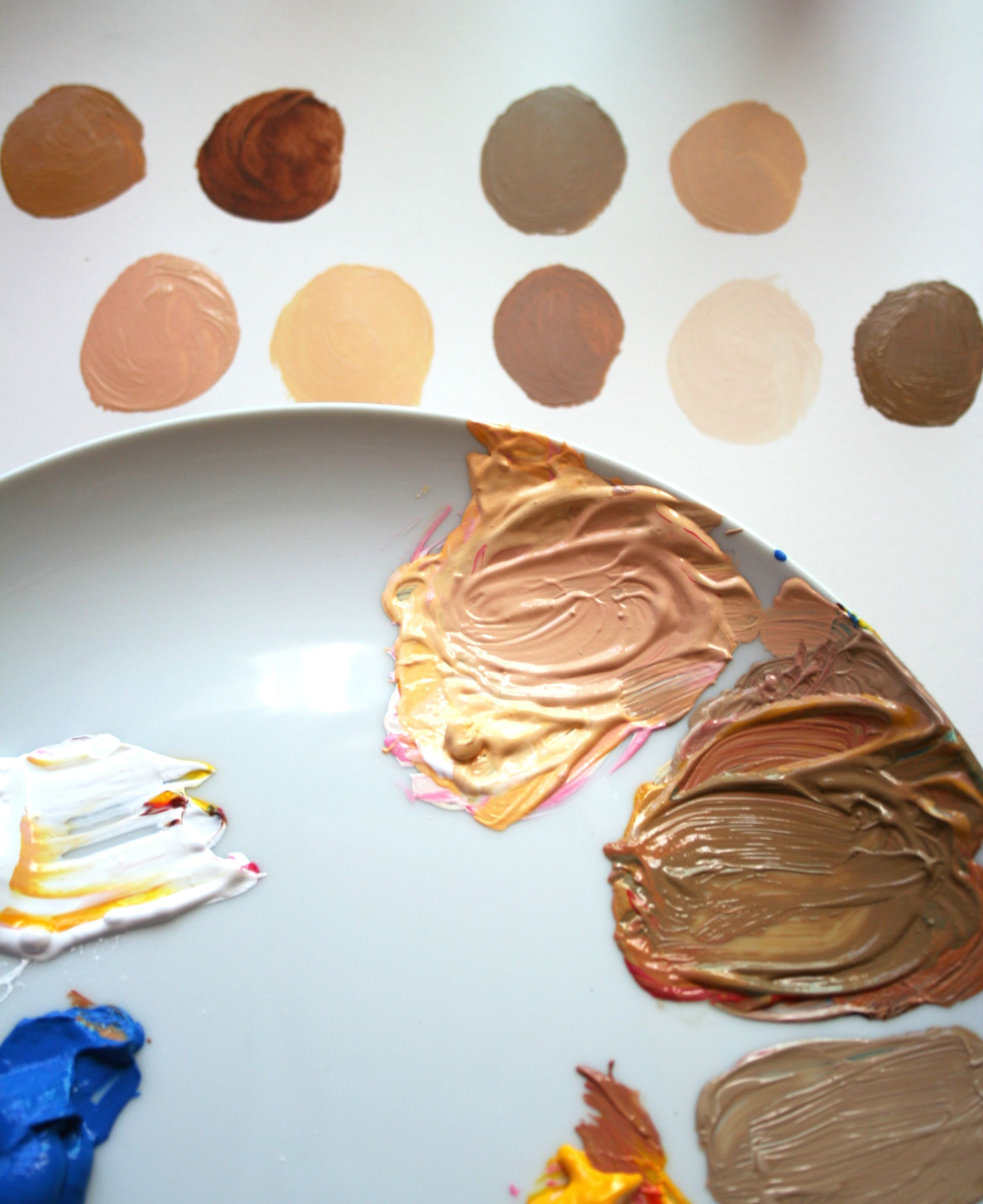 How do you attain lifelike, realistic skin tones in acrylic paint? Learn how to become a mixmaster, using different ratios of the primary colors. On Craftsy!