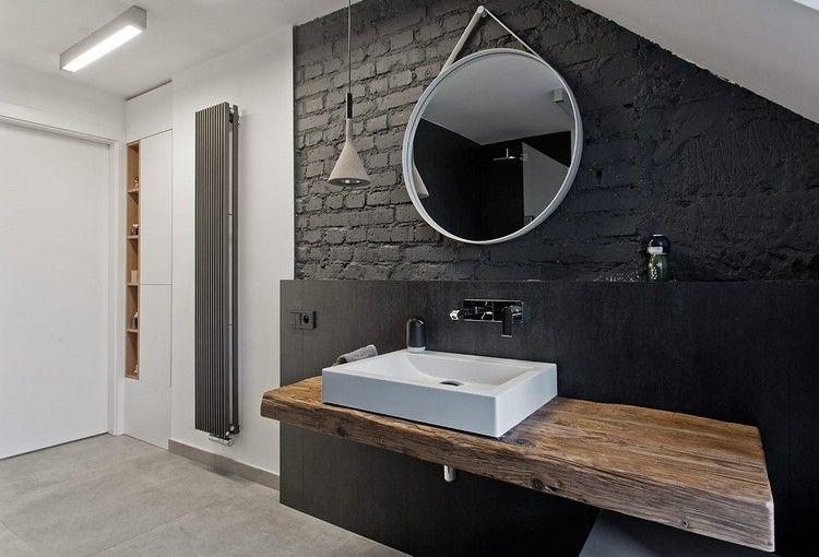 Salle de bain noir et bois avec plan vasque en bois parement mural en brique noire et miroir - Plan vasque bois salle de bain ...