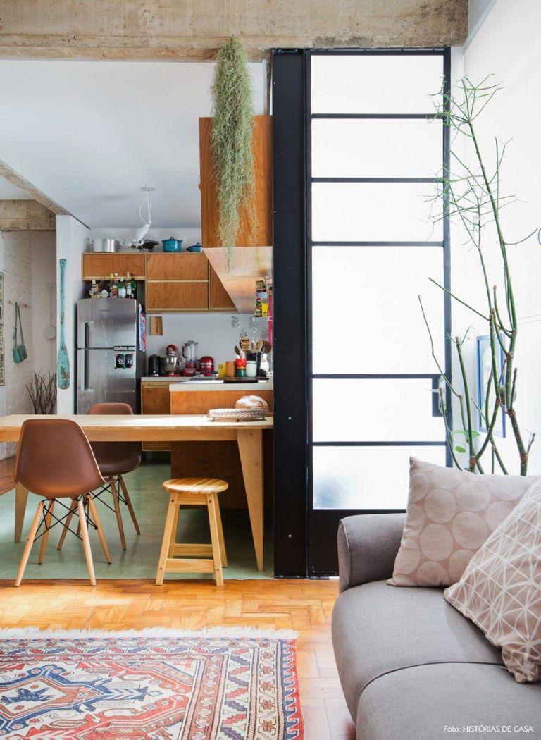 Foi a paixão por imóveis antigos que levou Lena Mattar e Fabrizio Lenci, sócio do escritório de arquitetura Vapor 324, a darem uma chance ao apê dos anos 40