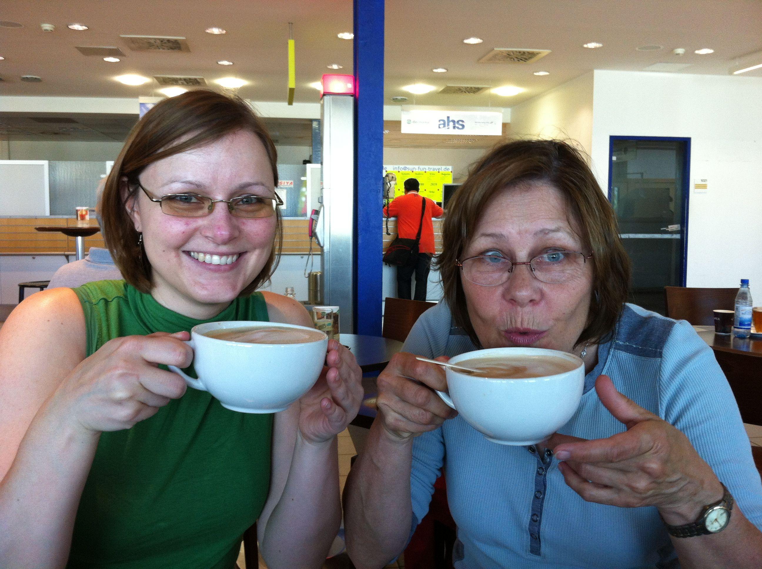 22.05.2014 caffee aux lait and waiting to check in / Milchkaffe während wir auf den Check in warten