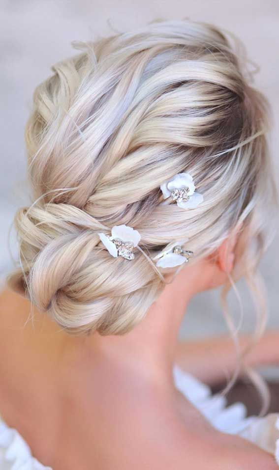 39 The most romantic wedding hair dos to get an elegant look - Textured low bun