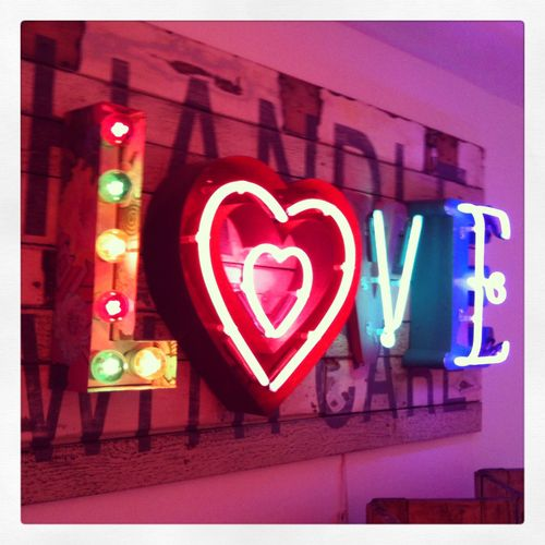 ♥Neon love!!! Bebe'!!! Love this sign of love!!!