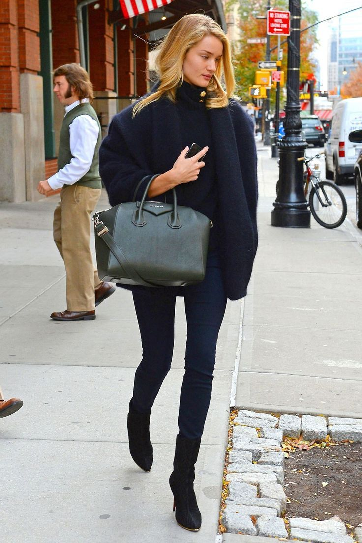 Rosie Huntington Whiteley Can Never Do Wrong When It Comes To Street Style This Poncho Gives Look Such A British Feel Put Also Looks Very Cozy