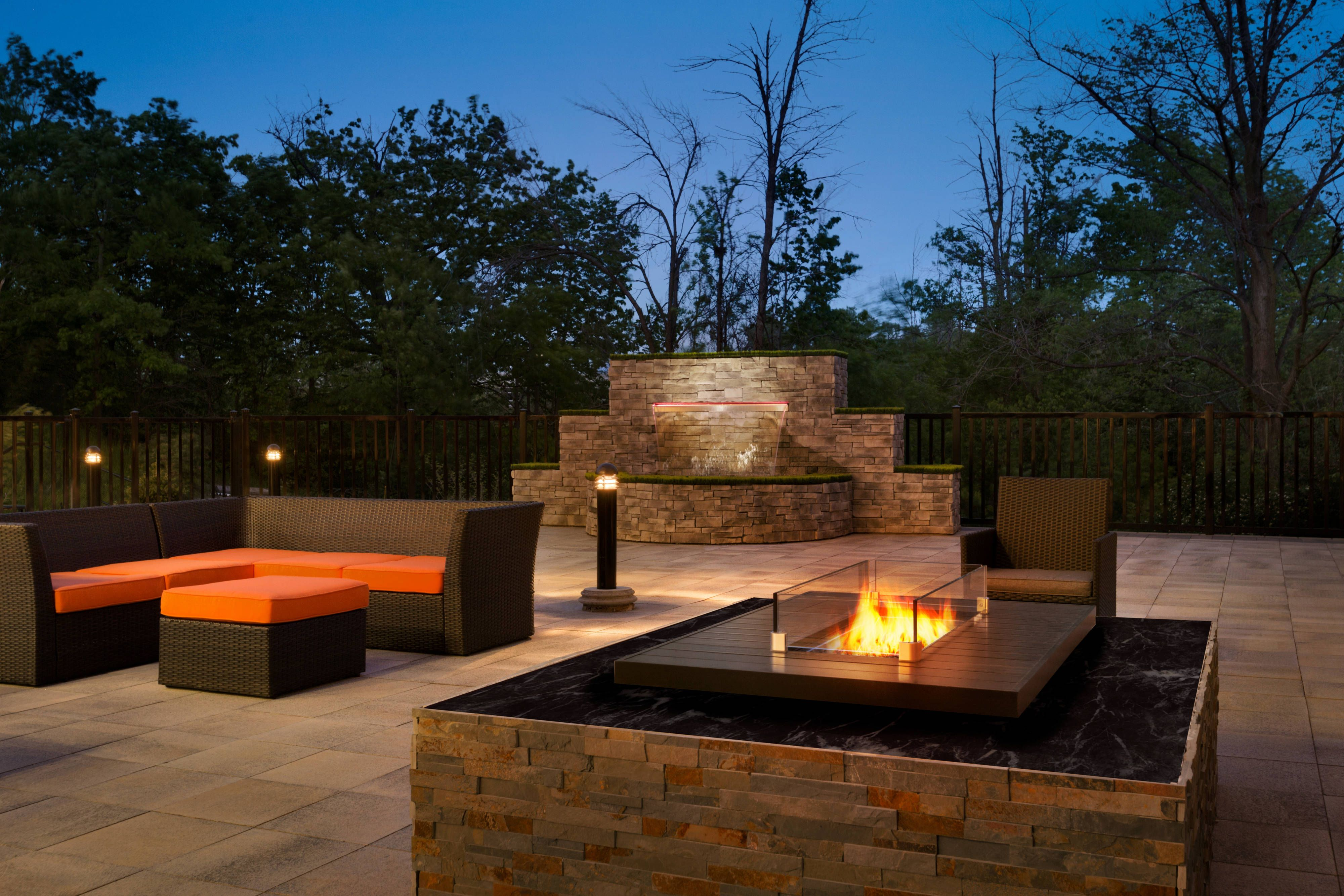Courtyard Toronto Mississauga/West Outdoor Patio - Fire ...