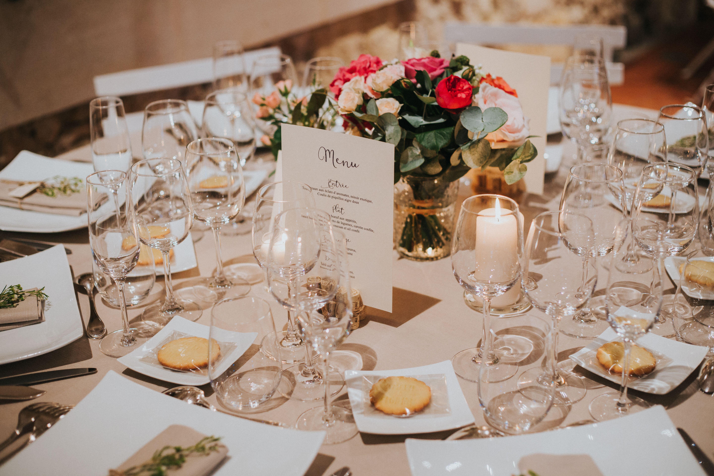 Centre De Table Pour Un Repas De Mariage Realise Avec Un Bouquet