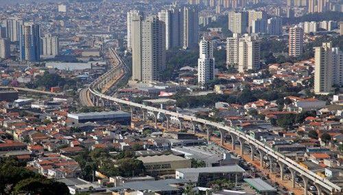 """Segundo o site Vá de Bike, o monotrilho da Linha 2 - Verde, na zona leste de São Paulo será acompanhada de ciclovia ou ciclofaixa. Segundo o site do mêtro, """"está previsto um programa de tratamento paisagístico no entorno da linha, com área verde e ciclovia, para tornar o ambiente harmonioso, agradável e completamente integrado...<br /><a class=""""more-link"""" href=""""https://catracalivre.com.br/sp/mobilidade/indicacao/monotrilho-da-zona-leste-tera-ciclovia-no-seu-percurso/"""">Continue lendo »</a>"""