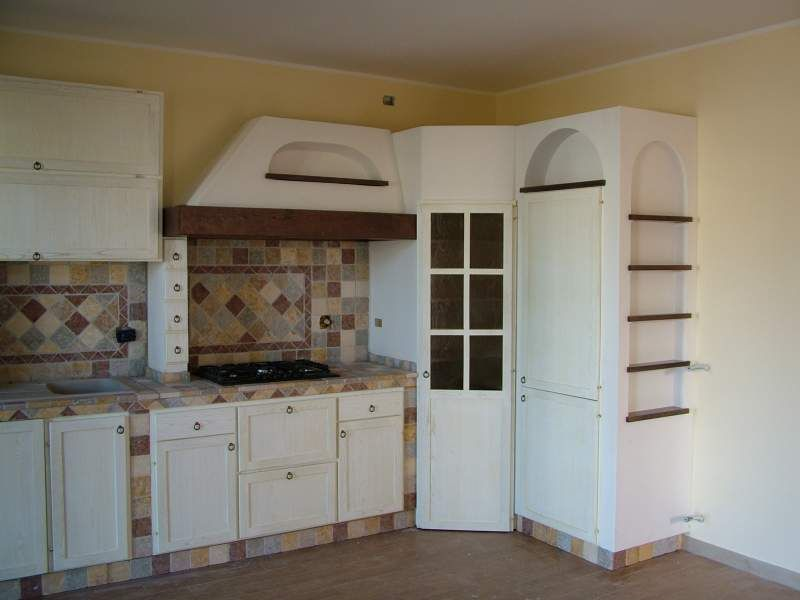 Cucina eff. muratura angolare con dispensa | Shabby chic | Kitchen ...