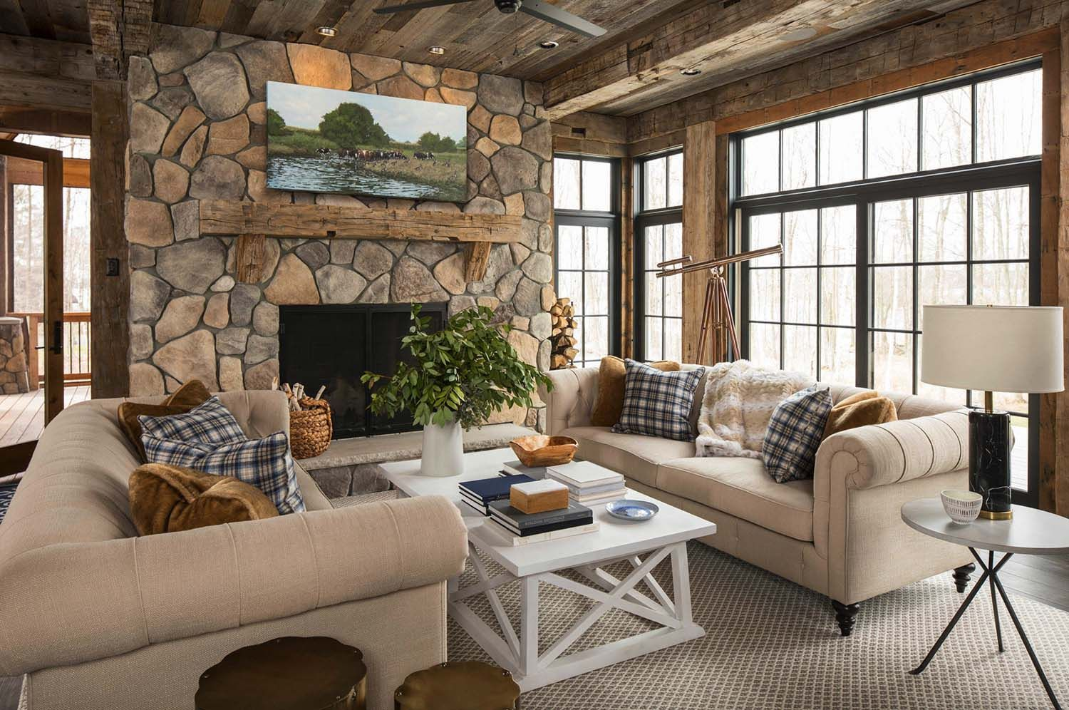 Rustic Lakeside Retreat In Wisconsin Features Inviting Design